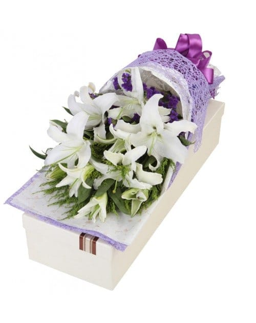 18 White Lilies in Luxury Box