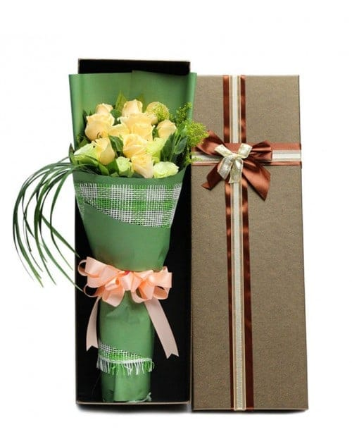 11 Champagne Roses in Luxury Box