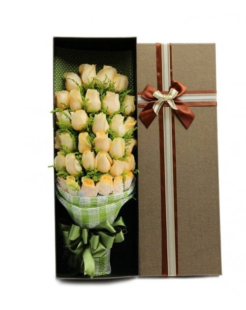 33 Champagne Roses in Luxury Box